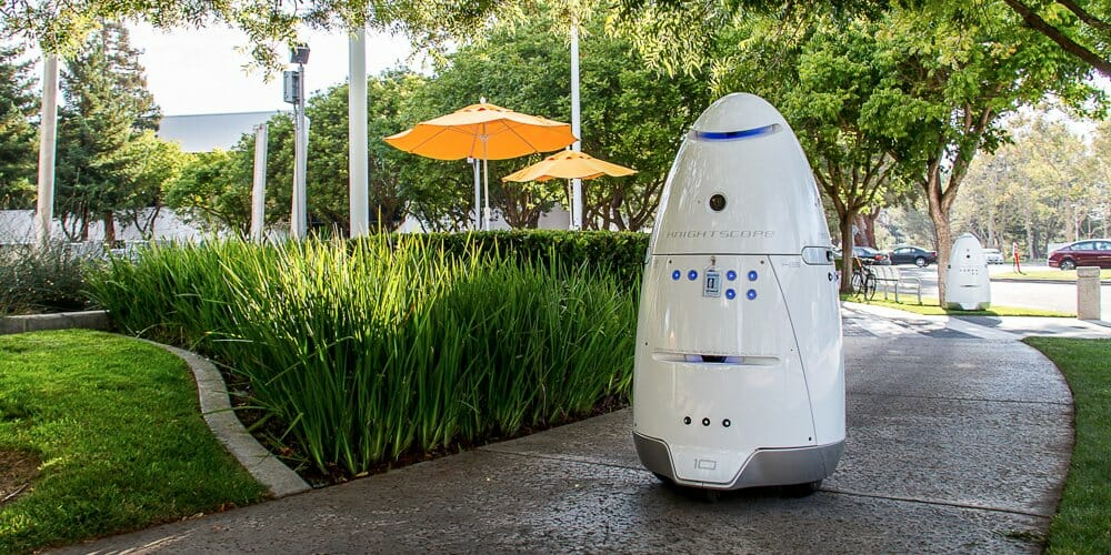 this-star-wars-like-robot-handles-security-at-an-uber-parking-lot-in-san-francisco