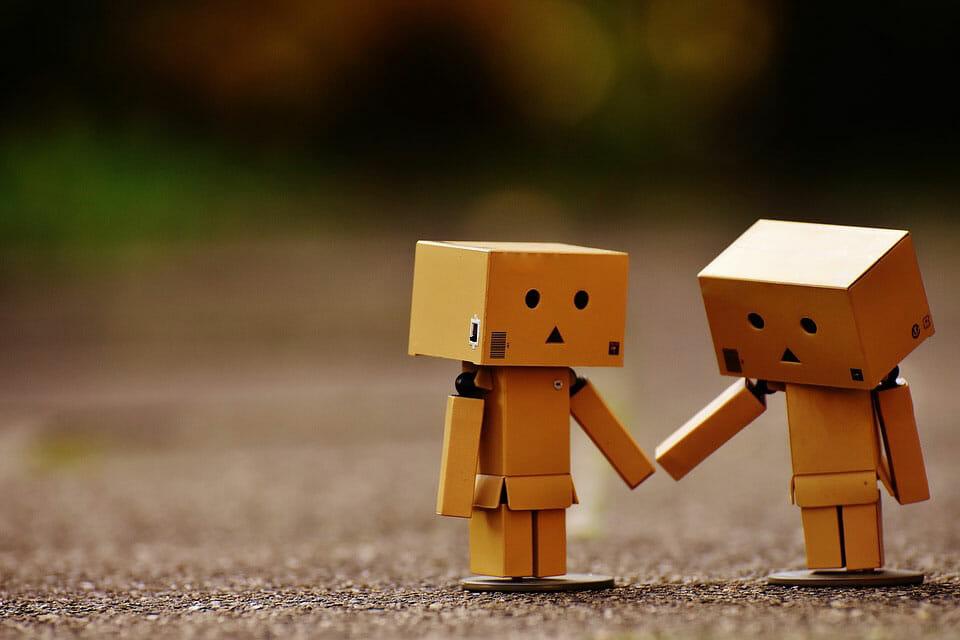 Robotar som håller hand