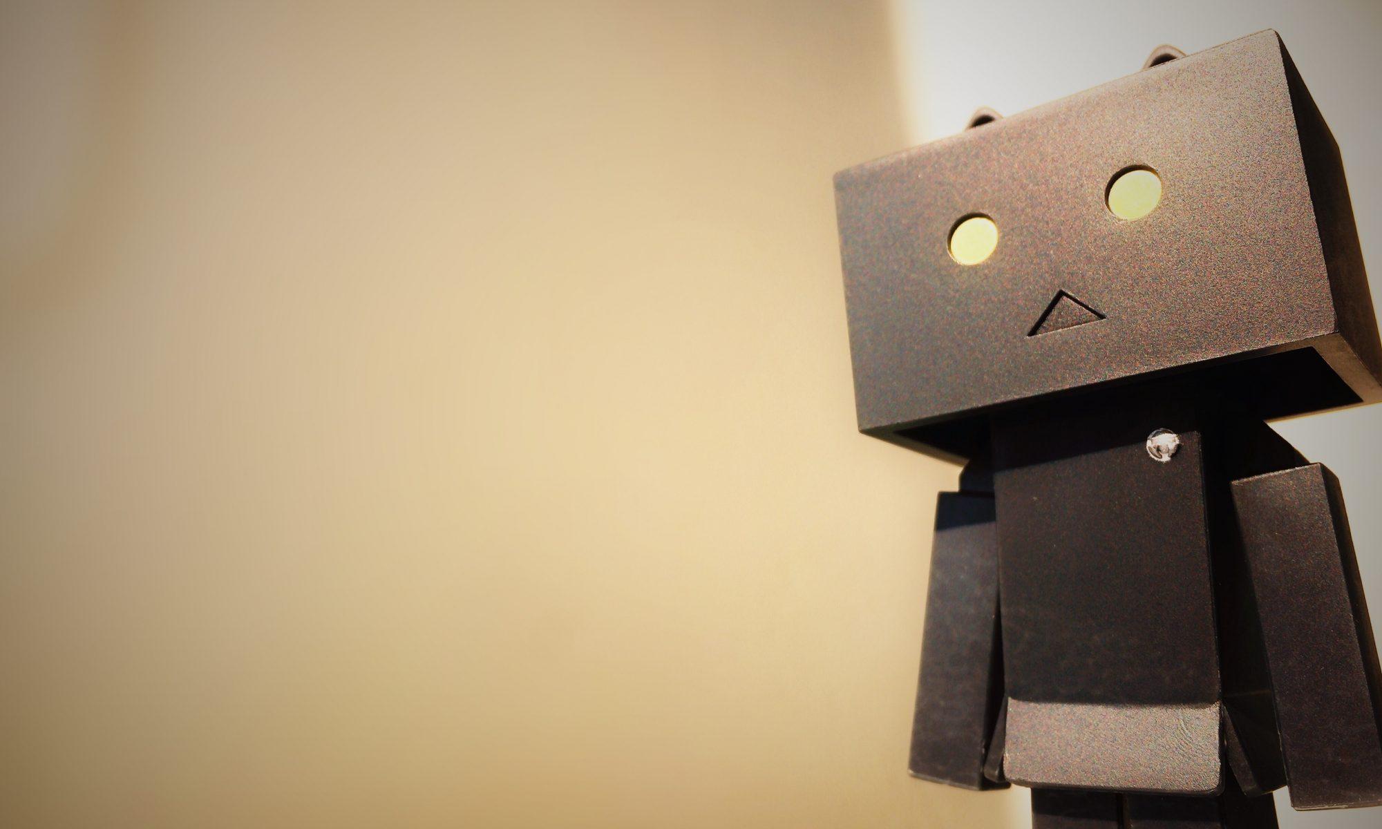 Liten mörk robot
