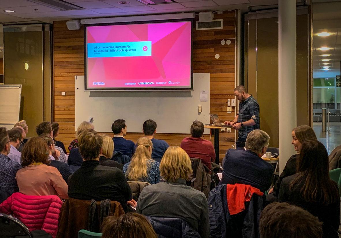 Marcus Österberg presenterar AI-förstudien från VGR